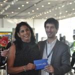 Germaine Durand, CEO da Divi Divi Air, presenteou João Pita, gerente de Negócios do Aeroporto de GRU, com um pacote para conhecer Curaçao