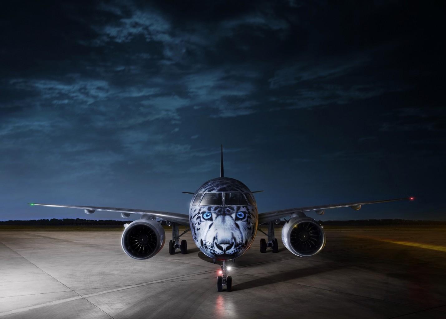 Embraer E190-E2 da Air Astana aparece pintado de Leopardo-das-neves