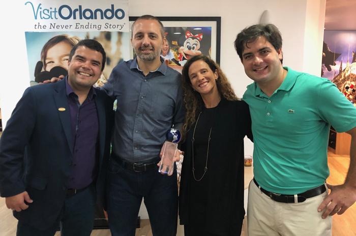 Equipe do Visit Orlando homenageou RCA pelos seus 25 anos