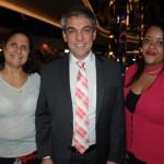 Fernando Santos, da Aviesp, entre Telma Brito e Mayara Santos, da Navigare Turismo