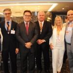 Gisele Lima, da Promo, Marco Ferraz, da Clia Brasil, Vinicius Lummertz, ministro do Turismo, Roy Taylor e Rosa Masgrau, do M&E, e Alberto Cestrone, da ABR