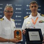 Giuseppe Galano, comandante do MSC Seaview, com André Luiz, capitão dos Portos do RJ