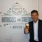 Inaugurando o Boteco Amigos da Trend, na antiga sede da empresa no Centro de São Paulo