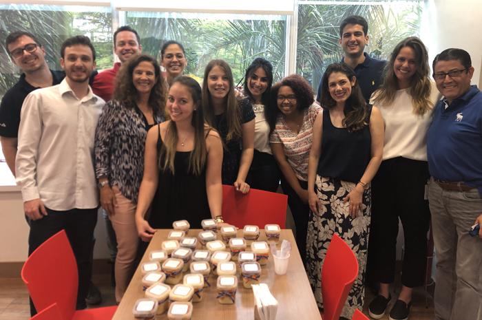 Jane Terra e André Almeida com a equipe da Delta no Brasil