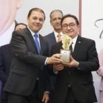 Manoel Linhares, presidente da ABIH Nacional, recebeu o troféu de Personalidade Turística do Ano