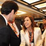 Marcelo Álvaro, ministro do Turismo no governo de Jair Bolsonaro, cumprimenta Gisele Lima, diretora da Promo