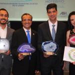 Pedro Botelho, do Pestana, Flávio Zarate, do Luar de Búzios, Ivan Bonfim, do Windsor, e Lizandra Nunes, do Novotel Botafogo, receberam as premiações da ABIH-RJ