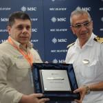 Ricardo Carvalho, da Praticagem do RJ, com Giuseppe Galano, comandante do MSC Seaview