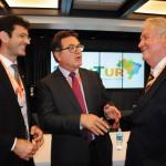 Roy Taylor, do M&E, com o futuro ministro, Marcelo Álvaro, e o atual ministro do Turismo, Vinicius Lummertz