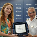 Valéria de Aragão, delegada titular da Delegacia do Turista do RJ, com Giuseppe Galano, comandante do MSC Seaview