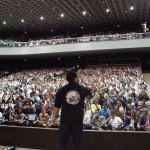 Vendedor Pit Bull em ação em uma de suas palestras