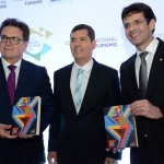 Vinicius Lummertzs, ministro do Turismo, Claudio Tinoco, secretário de Turismo de Salvador, e Marcelo Álvaro, futuro ministro do Turismo