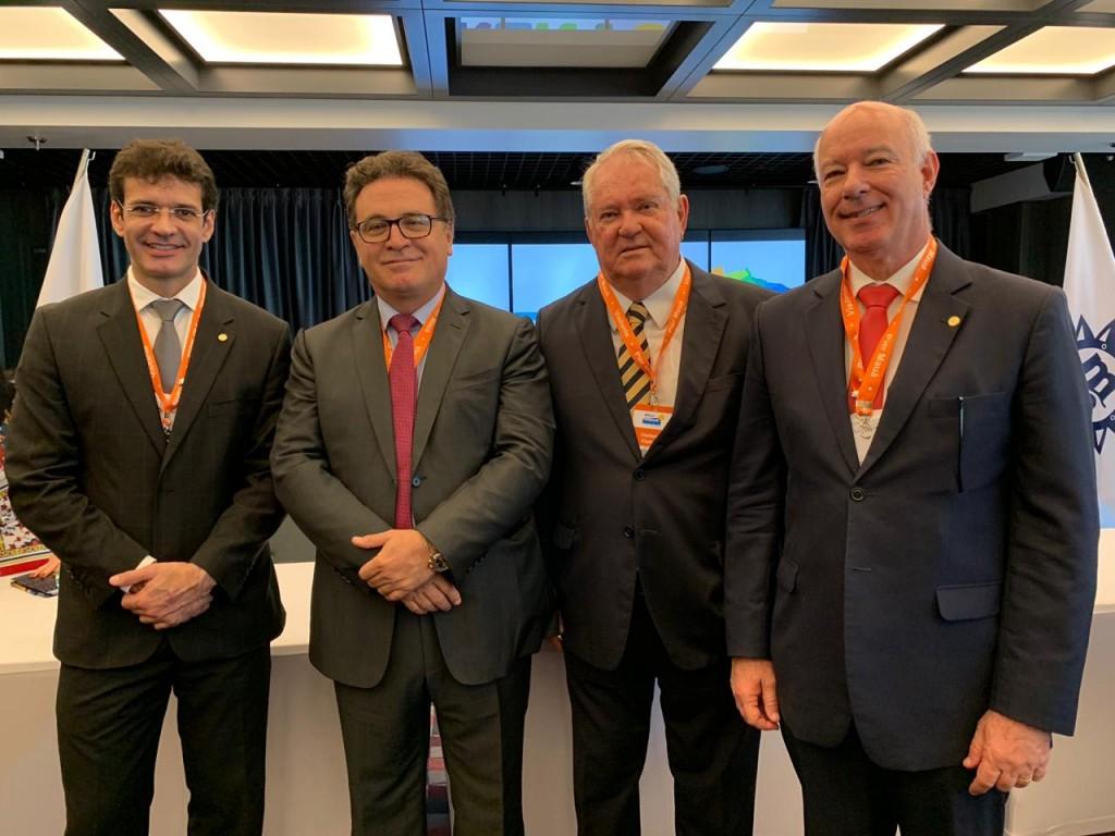 Marcelo Álvaro com o atual ministro Vinicius Lummertz, Roy Taylor, presidente do M&E, e o deputado Herculano Passos