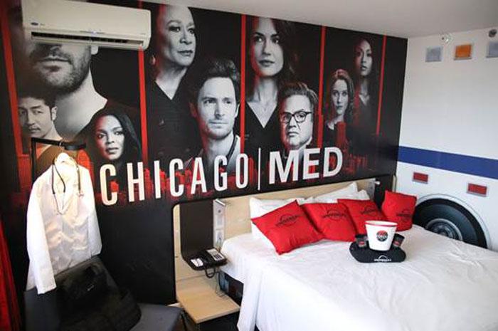 Universal TV e AccorHotels lançam quarto de hotel temático inspirado nas franquias de Chicago