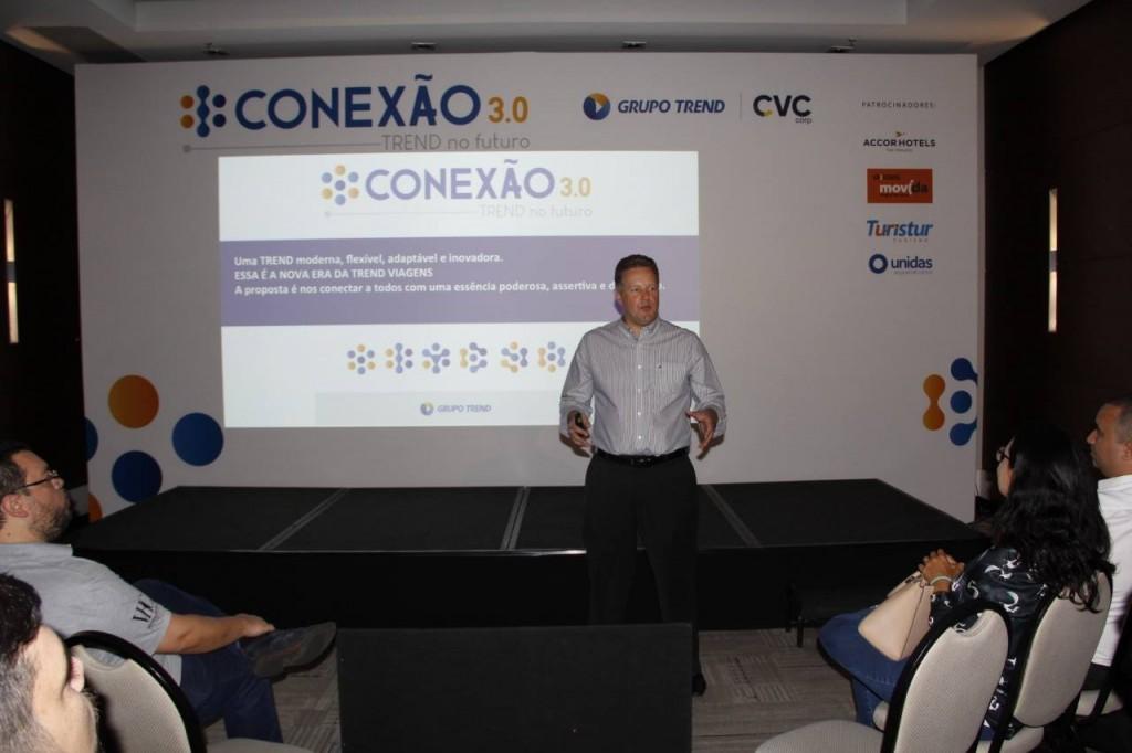 Maurício Favoretto em sua apresentação durante a convenção (Foto: Reprodução Facebook)