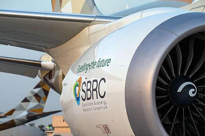 A Etihad Airways é pioneira na pesquisa sobre bicombustíveis para a aviação na região e isso marca a primeira vez que um vôo foi operado com combustível derivado de plantas cultivadas em água salgada
