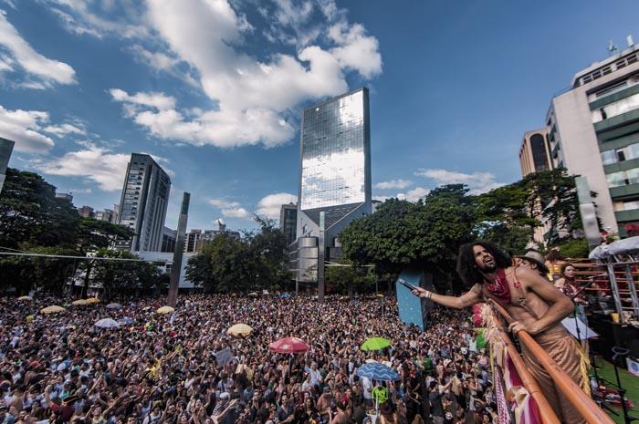 """""""Bloco É O Amô"""" toca os principais hits sertanejos em Belo Horizonte no carnaval de 2018 (Foto: Flávio Charchar)"""