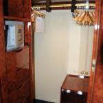 Cabine do Yacht Club conta até com um mini closet para roupas, sapatos e acessórios