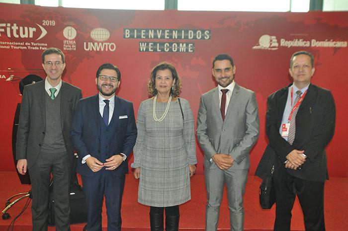 Comitiva brasileira na Fitur 2019: Davi Pinto, da embaixada do Brasil na Espanha, com Gilson Lira, Teté Bezerra, Alisson Andrade e Osmar Carvalho, da Embratur