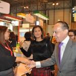 Embaixador Pompeo Andreucci cumprimenta expositores do Amazonas
