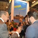 Embaixador em brinde com Teté Bezerra e Gilson Lira