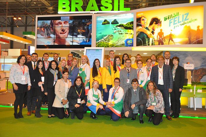 Equipe de expositores e colaboradores do Estande do Brasil na Fitur 2019