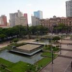 Espelho d'água na Praça da Sé e ao fundo o Tribunal de Justiça