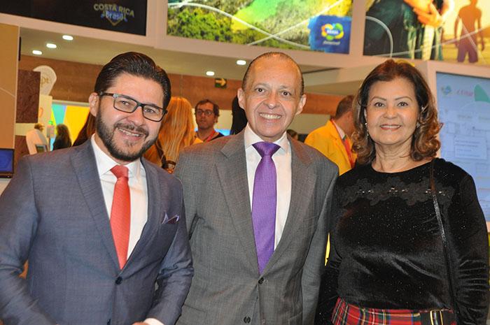 Gilson Lira e Teté Bezerra, da Embratur, com o embaixador Pompeo Andreucci