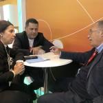 Gisele Lima, da Promo e Gilmar Piolla, de Foz do Iguaçu, em reunião durante a Fitur 2019
