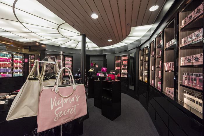 Os hóspedes a bordo do Monarch e do Sovereign poderão encontrar os produtos da Victoria's Secret, considerada uma marcas das mais desejadas do mundo, dentro dos navios
