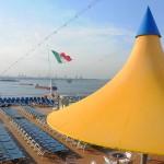 Popa do Costa Luminosa conta com bar, piscina, jacuzzis e amplo espaço aberto