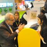 Tatiana Masuno, da E-HTL, em reunião com profissionais espanhóis