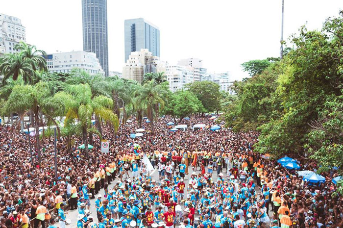 Monobloco é um dos mais conhecidos blocos de Carnaval brasileiros do Rio de Janeiro. O bloco também possui uma banda, conhecida como Monobloco Show e uma oficina musical (Foto: Thaty Aguiar/ Blocos de Rua)