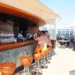The One Bar está sempre aberto e com uma grande variedade de bebidas