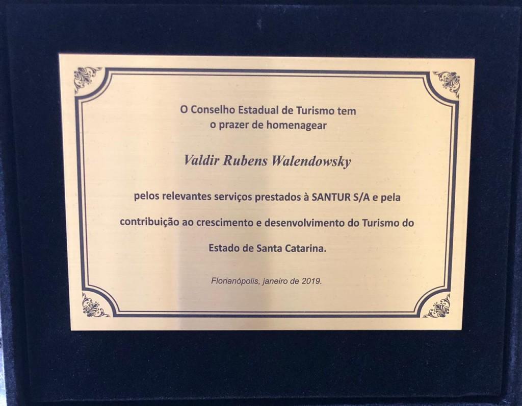 Placa em homenagem a Valdir Walendowsky