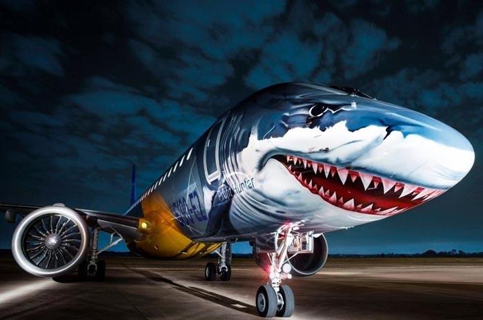 A fabricante brasileira Embraer entrou na onda com seus aviões de demonstração do novo modelo E190-E2. São imagens de uma águia, um tigre e um tubarão
