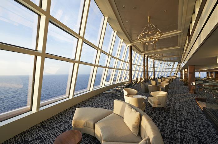 Lounge panorâmico do Norwegian Joy permite visão 360 graus