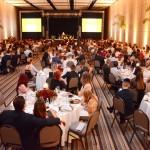Convidados durante o jantar no Salão Monumental, do Royal Palm Hall