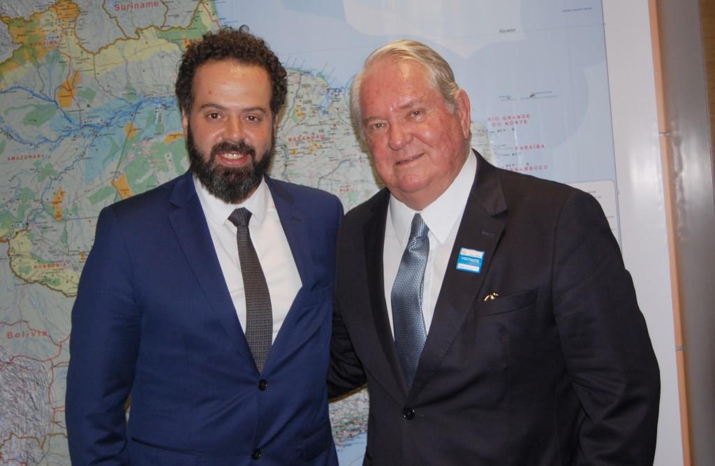 Daniel Neponucemo, secretário-executivo do MTur, e Roy Taylor, presidente do M&E
