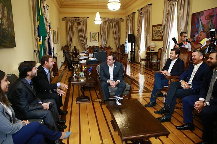 Governador Paulo Camara recebe o presidente da Azul Jose Mario Caprioli08