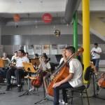 Instituto Moinho Cultural ensina musica e dança para crianças