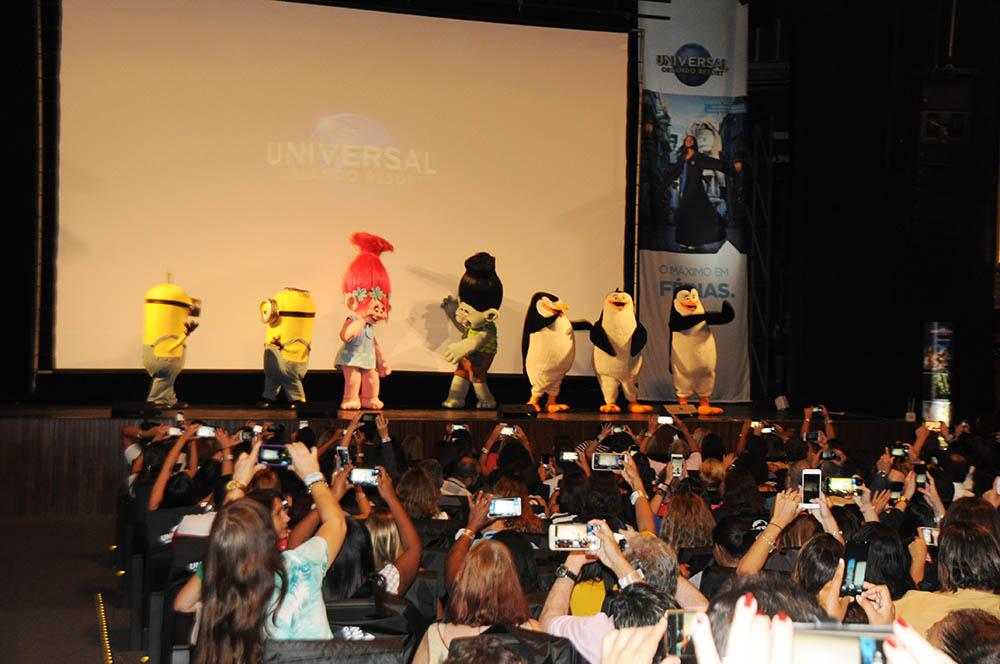 Olha só quem estava animando os convidados antes mesmo da apresentação começar