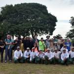 Passageiros e equipe da Joicetur em frente ao Parque Nacional