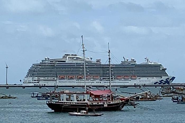 Royal Princess atracado em Fortaleza