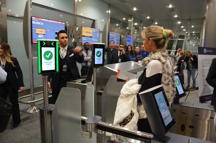 Lufthansa é a primeira linha aérea a substituir cartões de embarque por câmeras em voos em Miami