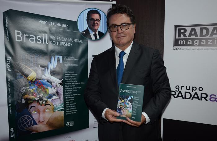 Lançamento do livro Brasil: Potência Mundial do Turismo, organizado por Vinicius Lummertz, aconteceu na última terça-feira (26), durante o 14º Esfe. (Foto; Eric Ribeiro)