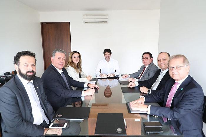 Entidades que representam a hotelaria brasileira reúnem-se com Ministro do Turismo