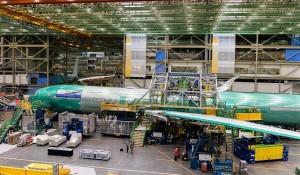Lufthansa revela foto de seu 1° B777-9X ainda na linha de montagem