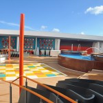Área externa do Vibe possui piscina privativa e jogos