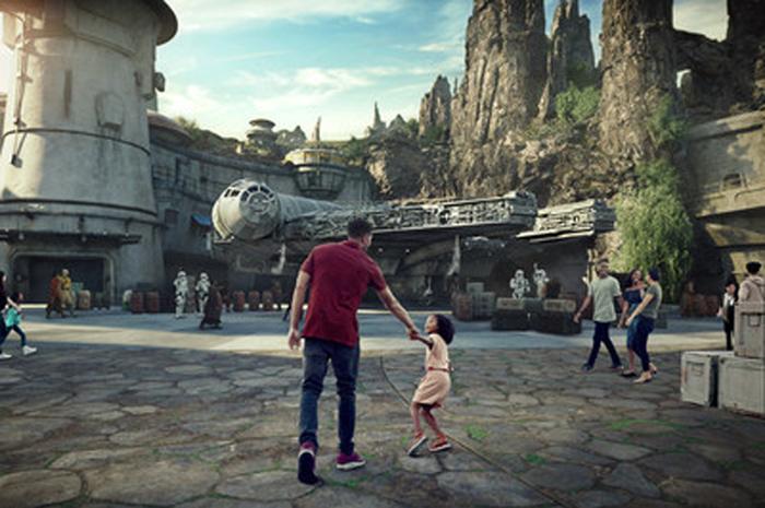 O Galaxy's Edge será inaugurado no Disneyland Resort em 31 de maio e no Walt Disney World Resort em 29 de agosto deste ano